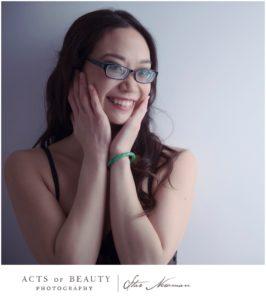 Cut-woman-with-jade-bracelet