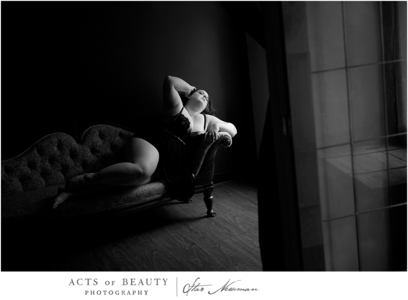 Plus size boudoir poses