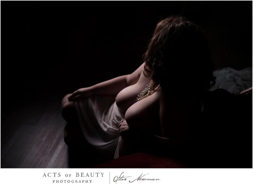 Plus size boudoir pose art nude
